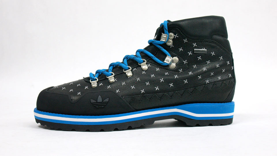 adidas-HIKE-BOOT-BLacK-BLUe-collection-2010