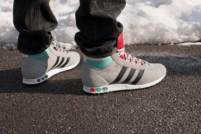 adidas-Originals-Jogging-Hi-grey-gris