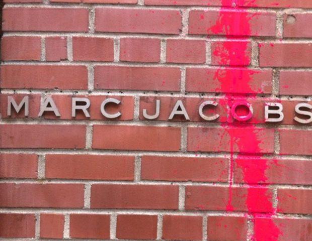 Kidult vendalise boutique Marc Jacobs New-York