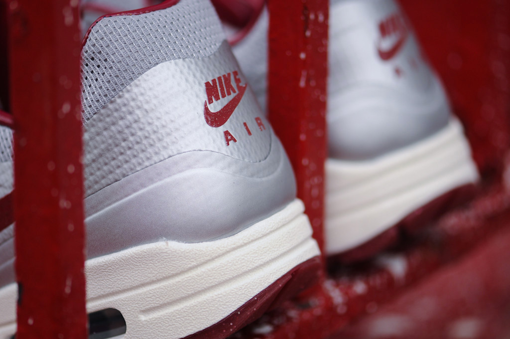 Nike Air Max Hyperfuse QS Night Track (Metallic Silver/Deep Red)-4