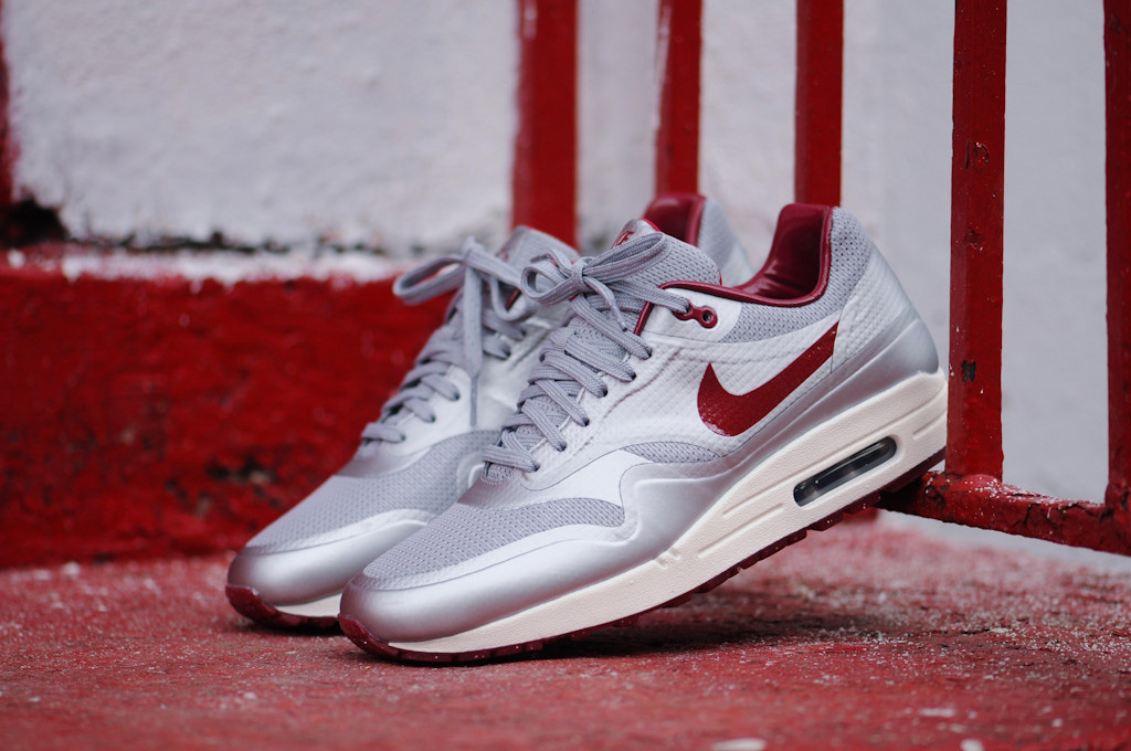 Nike Air Max Hyperfuse QS Night Track (Metallic Silver/Deep Red)