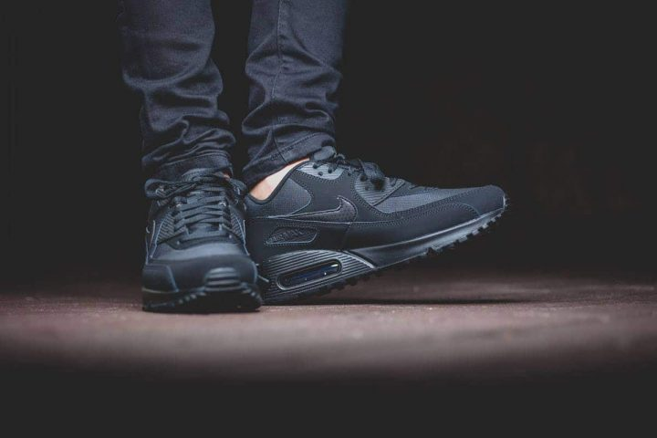 Nike Air Max 90 ESSENTIAL 'All Black' - Automne/Hiver 2015-1