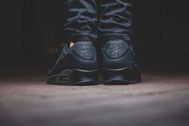 Nike Air Max 90 ESSENTIAL 'All Black' - Automne/Hiver 2015-2