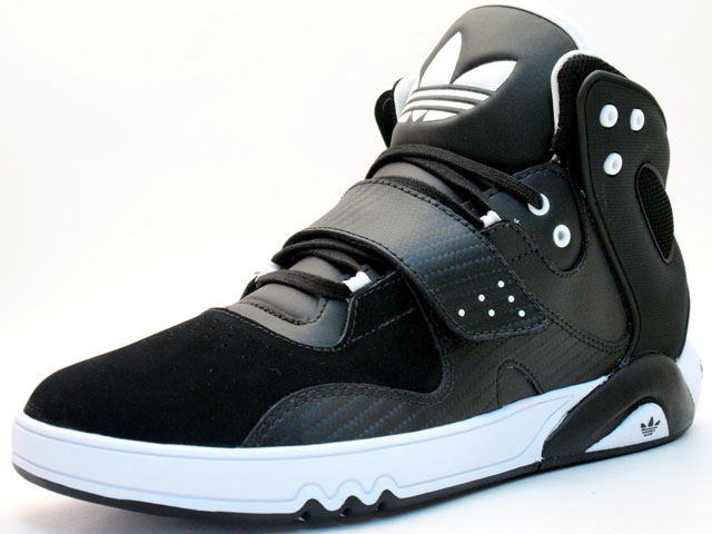 chaussures adidas Roundhouse Mid black white