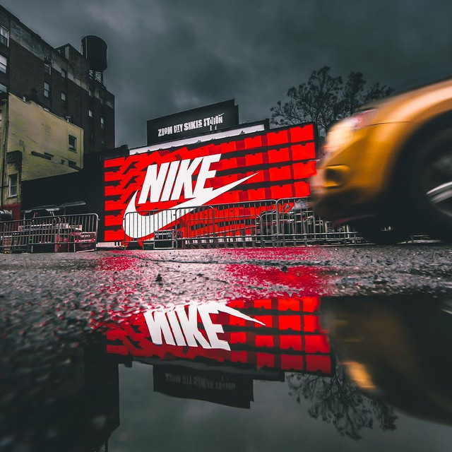 1136d743f82 Nike magasin boite à chaussures store Bowery   Great Jones St.