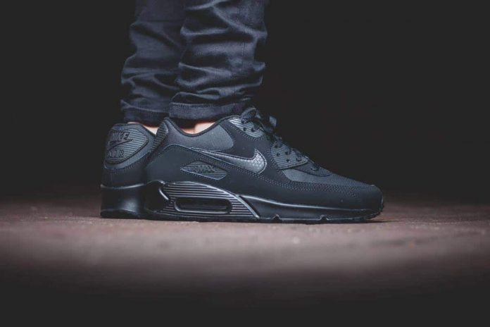 Nike Air Max 90 ESSENTIAL 'All Black' - Automne/Hiver 2015